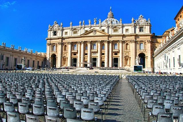 دولة الفاتيكان مركز الكنيسة الكاثوليكية في العالم