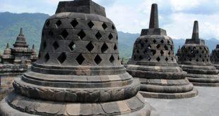 معبد بوروبودور البوذي الشهير في يوجياكارتا أندونيسيا