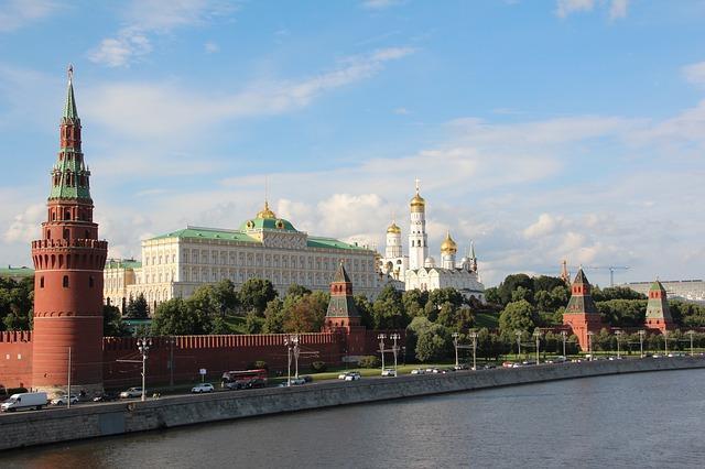 العمل في روسيا و أوراق استخراج إذن العمل