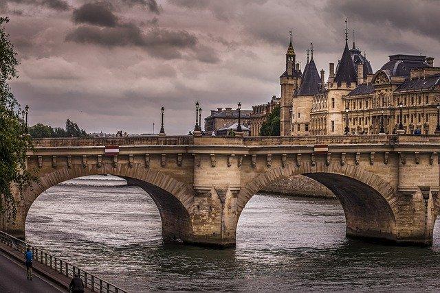 مقابلة اللجوء في فرنسا بموجب القانون 2020