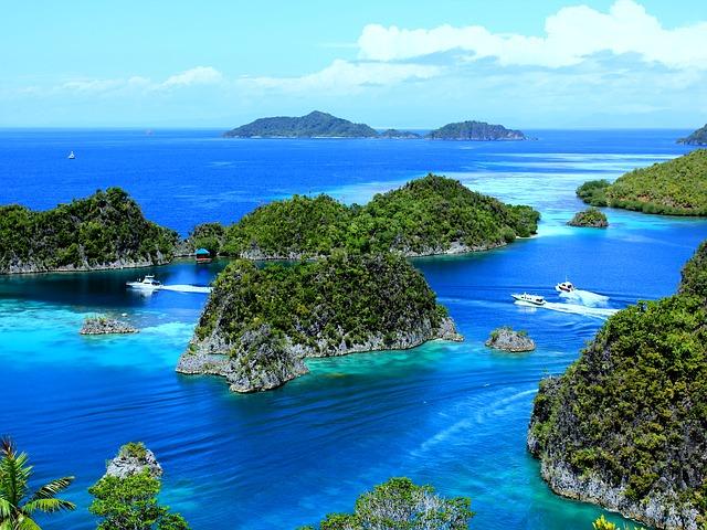 السياحة في رجا أمبات Raja Ampat بمقاطعة بابوا الغربية في إندونيسيا